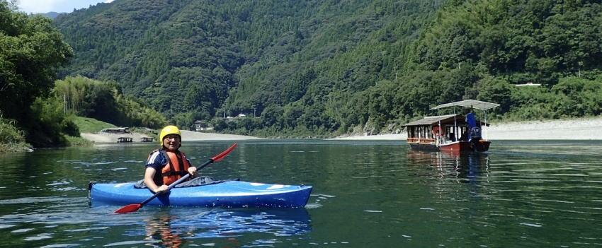 屋形船とカヌー